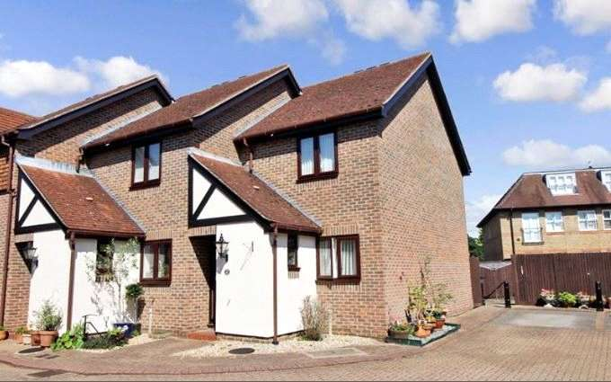 2 Bedrooms Retirement Property for sale in Onslow Mews, St. Anns Road, Chertsey, Surrey, KT16