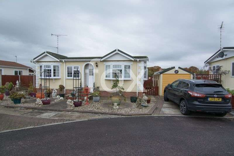 2 Bedrooms Detached Bungalow for sale in Lower Road, Hockley
