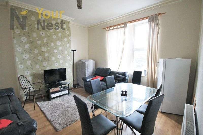 6 Bedrooms Flat for rent in HollyBank, Headingley, LS6 4DJ