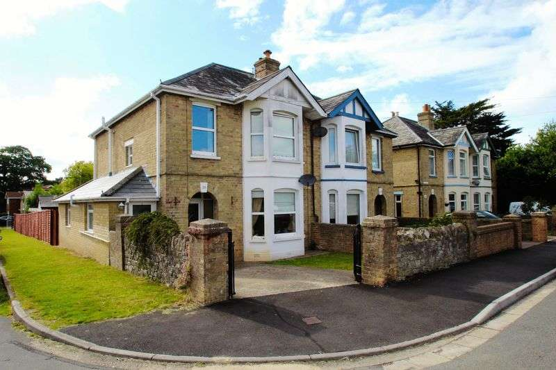 3 Bedrooms Semi Detached House for sale in Adelaide Place, Ryde