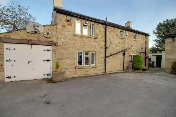 3 Bedrooms Detached House for sale in Dyson Street, Huddersfield, Yorkshire, HD5 9LS