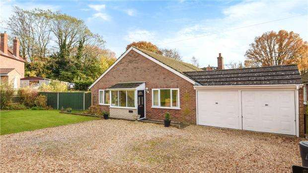 3 Bedrooms Detached Bungalow for sale in Carey Road, Wokingham, Berkshire
