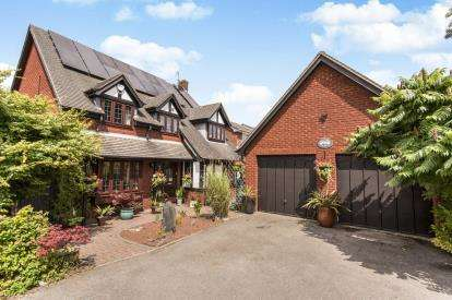 4 Bedrooms Detached House for sale in Ashdown Drive, Chesterfield, Derbyshire