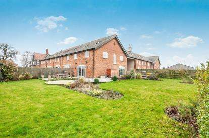 4 Bedrooms Barn Conversion Character Property for sale in Stanthorne Park Mews, Clive Green Lane, Stanthorne, Middlewich