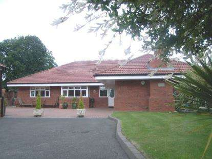 5 Bedrooms Bungalow for sale in Burtonwood Road, Great Sankey, Warrington, Cheshire