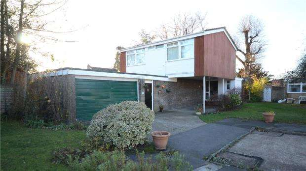 4 Bedrooms Detached House for sale in St. Helens Crescent, Sandhurst, Berkshire