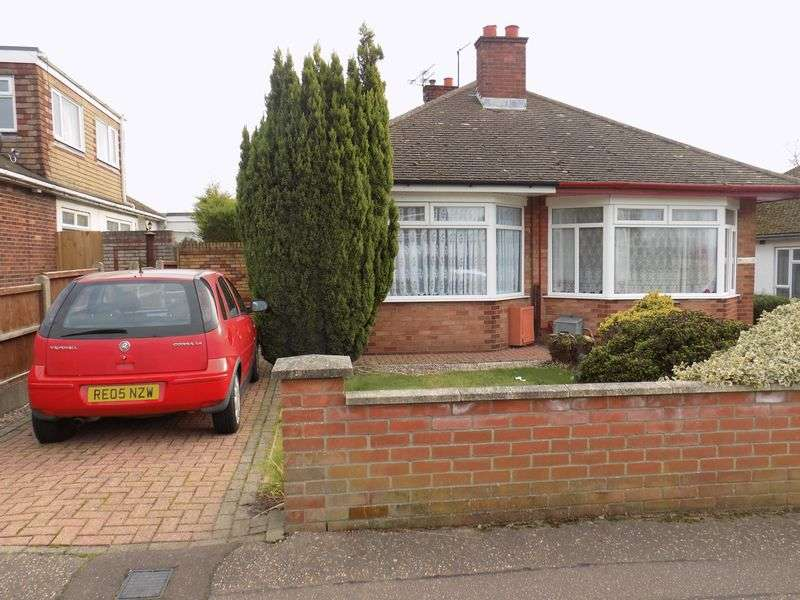 2 Bedrooms Semi Detached Bungalow for sale in Chestnut Avenue, Bradwell, Great Yarmouth