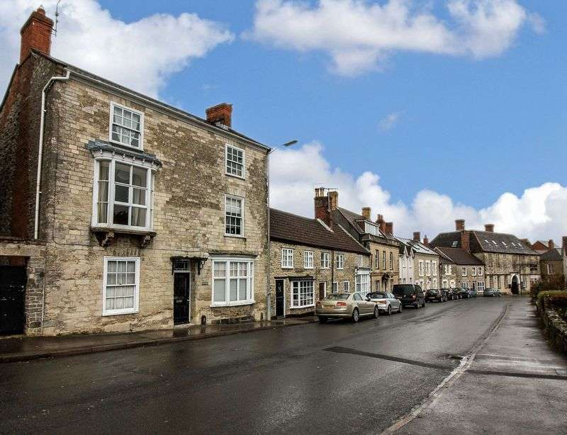 4 Bedrooms Terraced House for sale in Yew Glen House, Castle Street, Mere