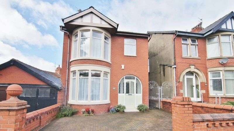 3 Bedrooms Detached House for sale in Beech Avenue, Blackpool FY3 9AY