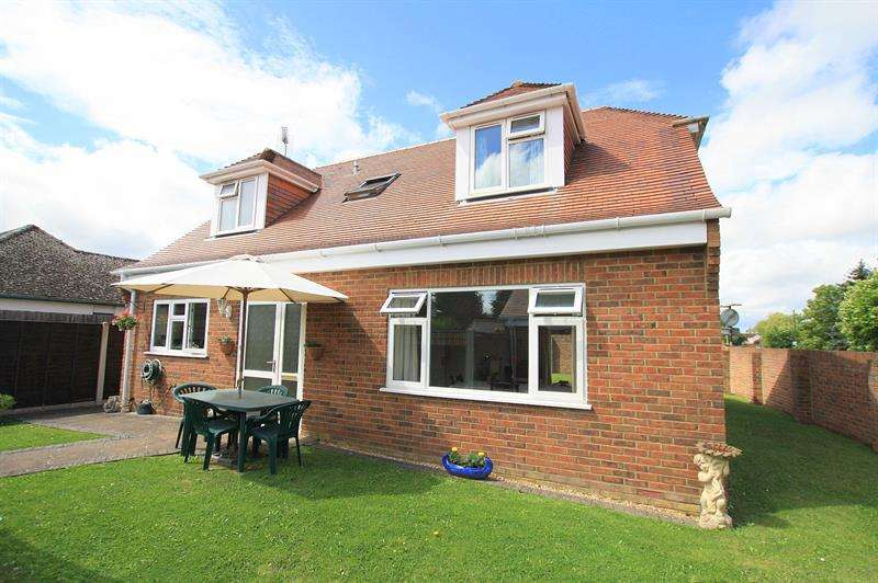 3 Bedrooms Detached House for sale in Hightown Road, Ringwood