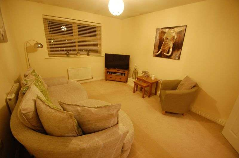 2 Bedrooms Flat for sale in Lingwood Court, Thornaby, Stockton-On-Tees