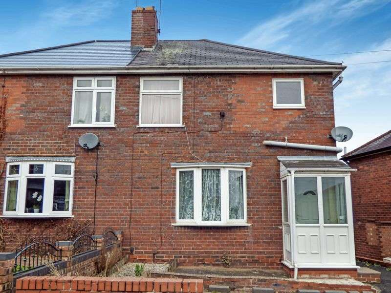 3 Bedrooms Semi Detached House for sale in Grove Avenue, B63 4SB