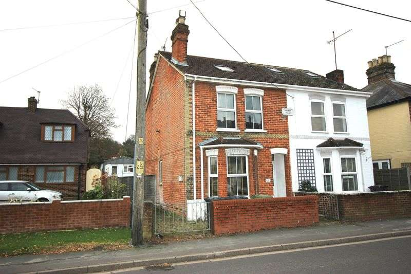 2 Bedrooms Semi Detached House for sale in Frimley Road, Aldershot
