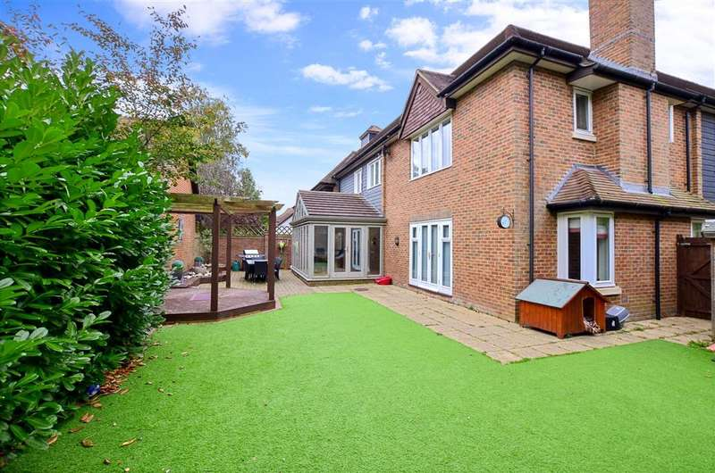 4 Bedrooms Semi Detached House for sale in Hollandbury Park, Kings Hill, West Malling, Kent