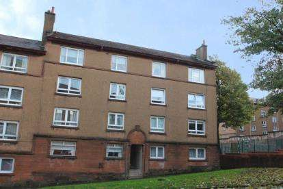 2 Bedrooms Flat for sale in Sir Michael Street, Greenock