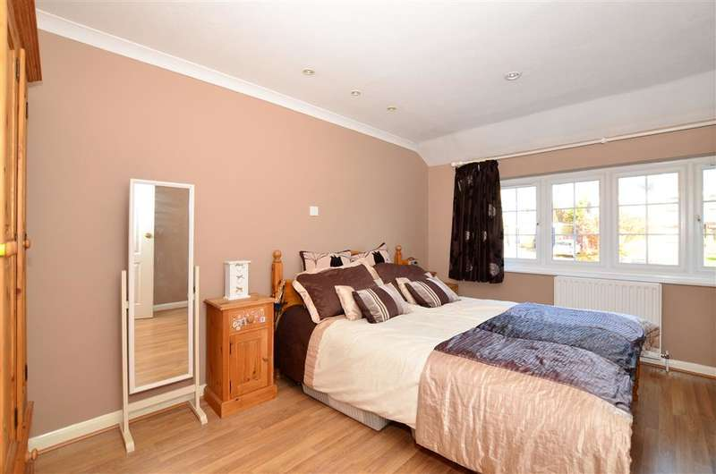 3 Bedrooms Semi Detached House for sale in Greystones Road, Bearsted, Maidstone, Kent