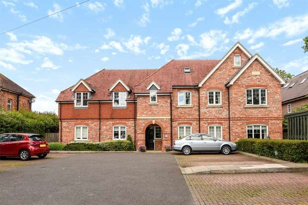2 Bedrooms Flat for sale in Forest Road, BINFIELD, Berkshire