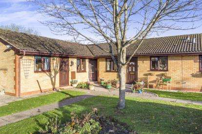 2 Bedrooms Bungalow for sale in Marleyfield Close, Churchdown, Gloucester, Gloucestershire