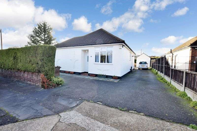 3 Bedrooms Detached Bungalow for sale in Rookery Close, Stanford-Le-Hope