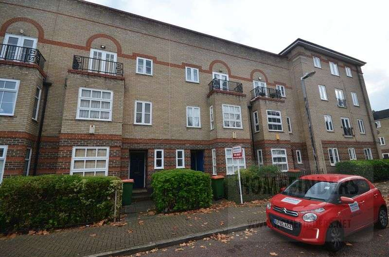 4 Bedrooms Terraced House for sale in Concorde Drive, Beckton, E6