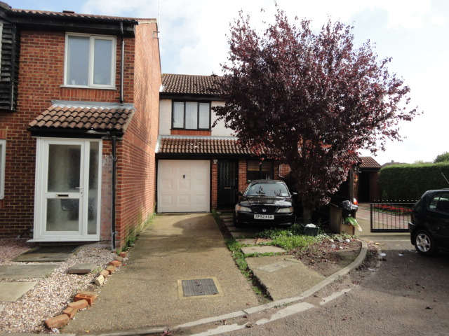 3 Bedrooms Terraced House for sale in Ambassador Close, Hounslow, TW3