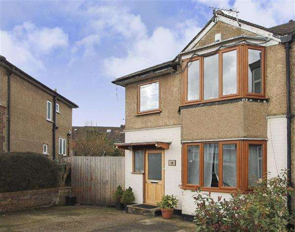 4 Bedrooms Semi Detached House for sale in Albany Crescent, Edgware