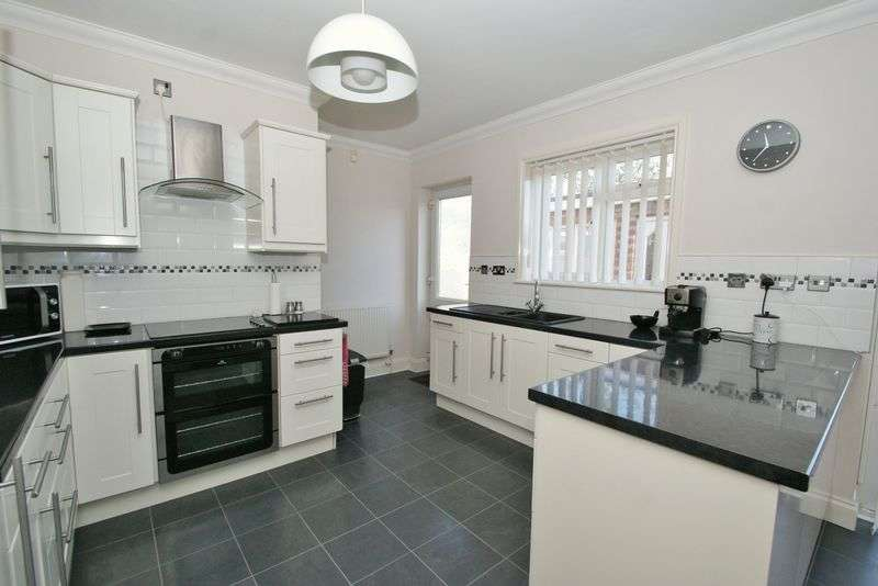 3 Bedrooms Semi Detached Bungalow for sale in North Grays