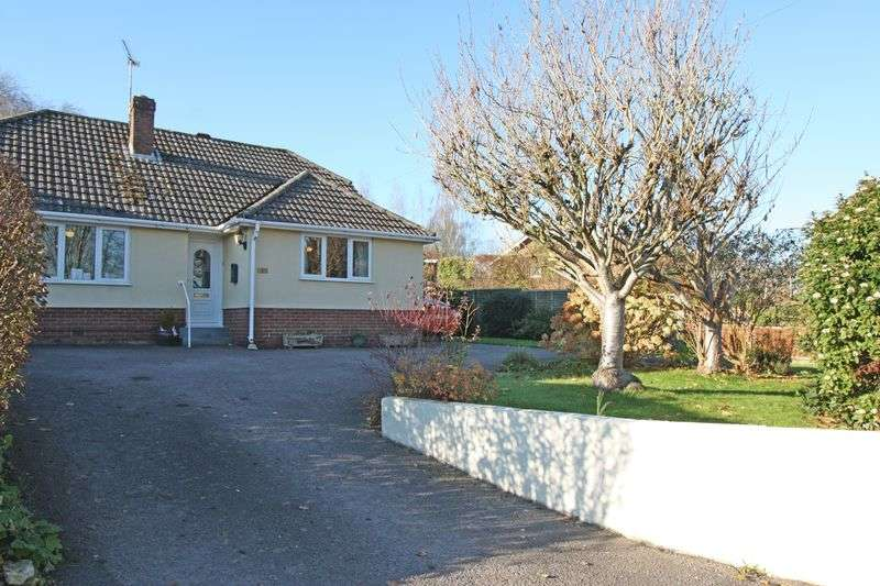 2 Bedrooms Detached Bungalow for sale in High Street, Spetisbury.