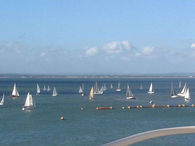 2 Bedrooms Flat for sale in Osborne Court, The Parade, Cowes, PO31 7QS
