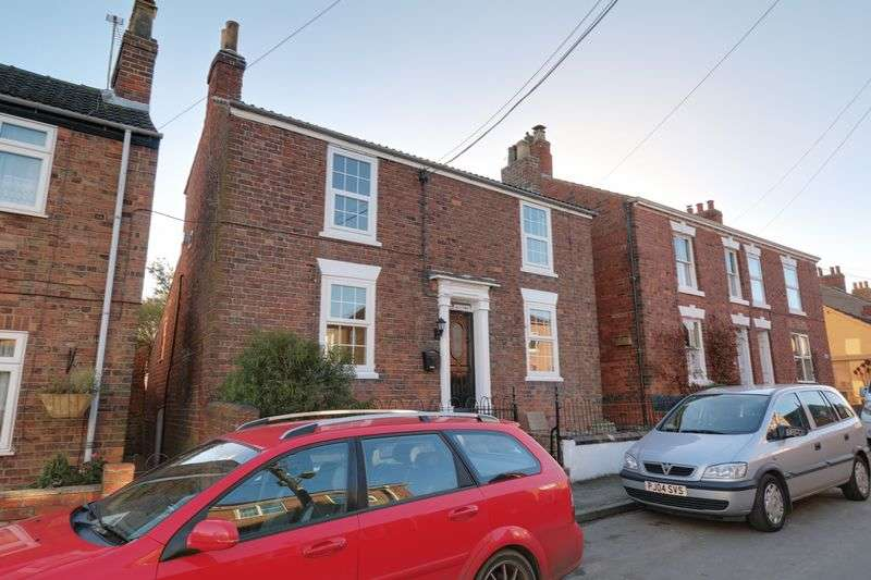 2 Bedrooms Detached House for sale in The Square, Goxhill