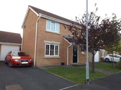 3 Bedrooms Detached House for sale in Holmecroft Chase, Westhoughton, Bolton, Greater Manchester, BL5