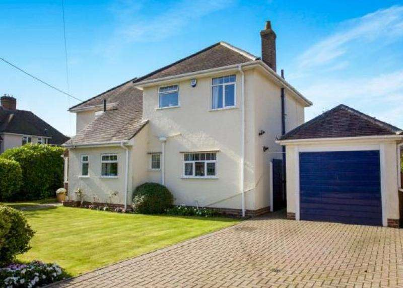 4 Bedrooms Detached House for sale in Hale Avenue, NEW MILTON, BH25
