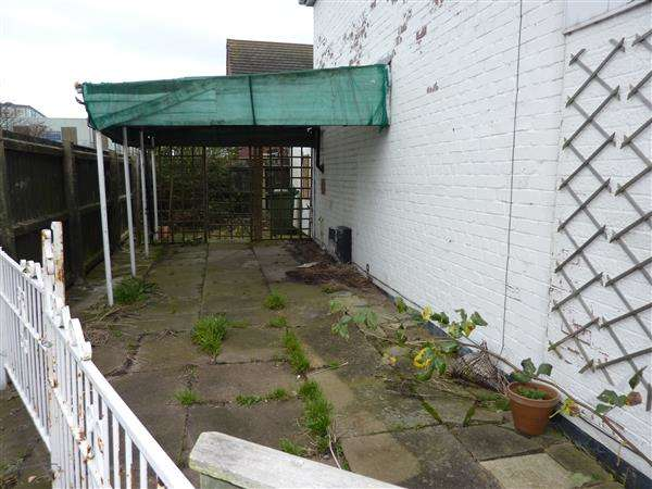 2 Bedrooms End Of Terrace House for sale in SAUNBY GROVE, CLEETHORPES