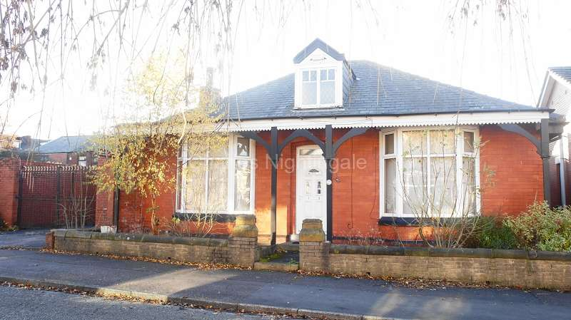 2 Bedrooms Detached Bungalow for sale in Stratford Avenue, Rochdale, Greater Manchester. OL11 3RA