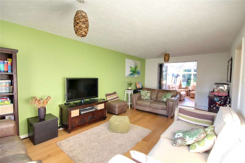 4 Bedrooms Detached House for sale in Pear Tree Road, Addlestone, Surrey, KT15