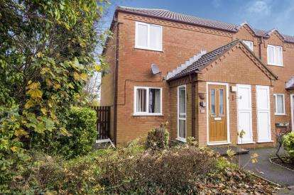 2 Bedrooms Flat for sale in Heather Close, Thornton-Cleveleys, Lancashire, FY5