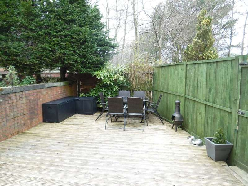 3 Bedrooms Terraced House for sale in Cowlishaw Lane, Shaw