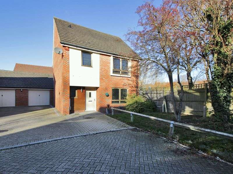 3 Bedrooms Detached House for sale in Delrogue Road, Ifield, Crawley, West Sussex