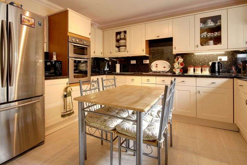 4 Bedrooms Detached House for sale in Cotswold Close, Newport
