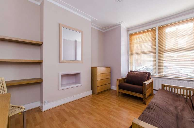 2 Bedrooms Flat for sale in Bickley Street, Tooting Graveney, SW17
