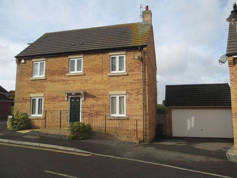 4 Bedrooms Detached House for sale in Biddlesden Road, Yeovil