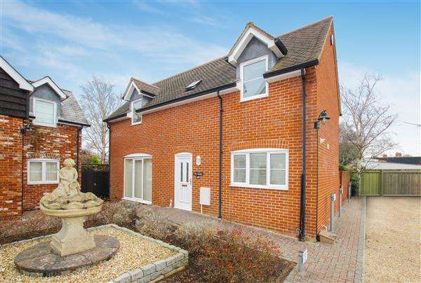 2 Bedrooms Detached House for sale in Salisbury Road, Burton, Christchurch