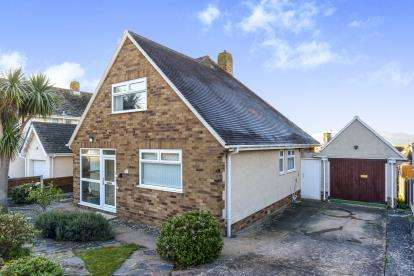 2 Bedrooms Bungalow for sale in Aber Drive, Llandudno, Conwy, North Wales, LL30