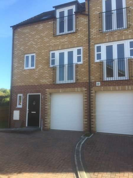 3 Bedrooms End Of Terrace House for sale in Northolme View, Gainsborough, Lincolnshire, DN21