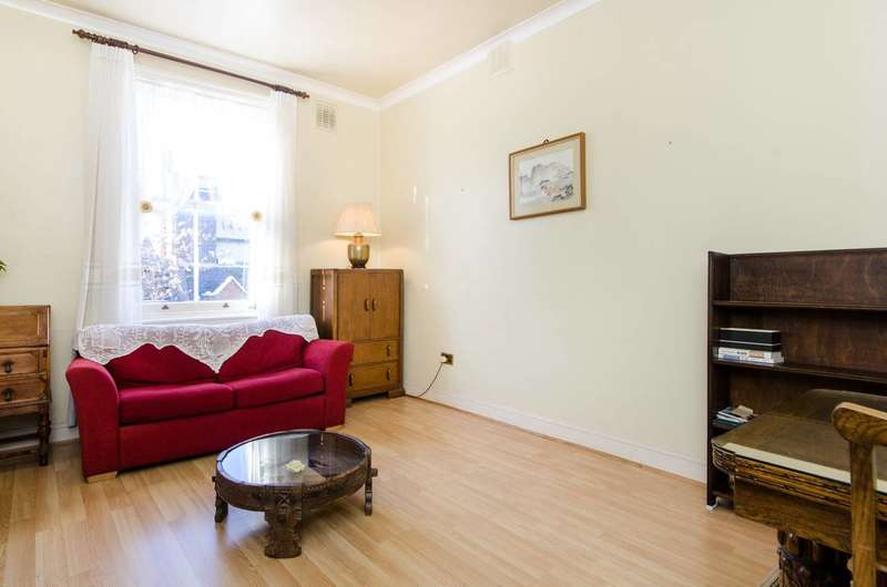 1 Bedroom Flat for sale in Courtfield Gardens, South Kensington, SW5