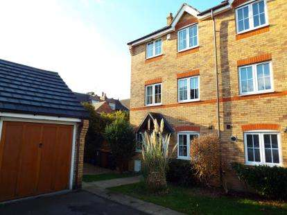 4 Bedrooms Terraced House for sale in Hawley Close, Walsall, West Midlands
