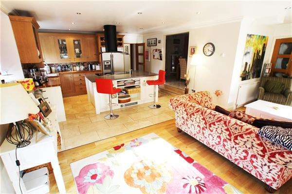 3 Bedrooms Apartment Flat for sale in Bridge Mills, Luddendenfoot, Halifax