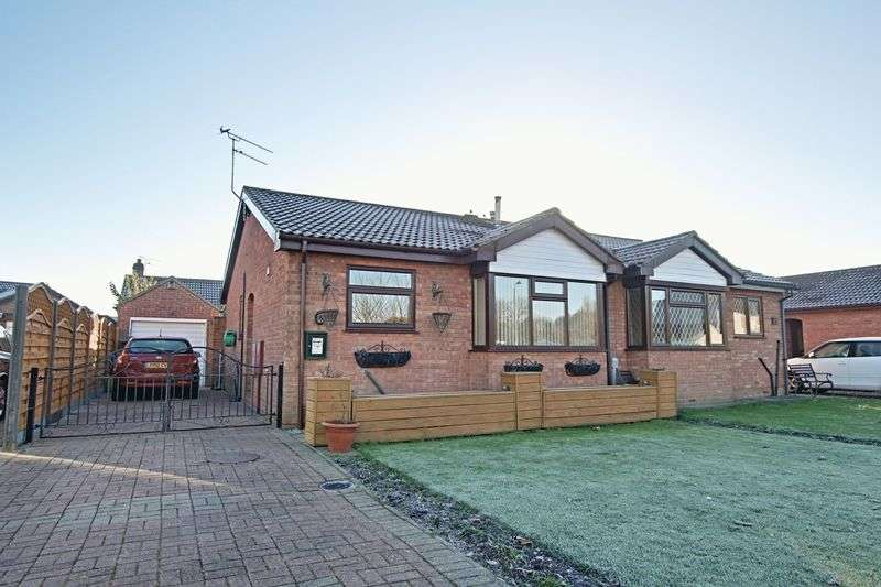 2 Bedrooms Semi Detached Bungalow for sale in East End Road, Preston