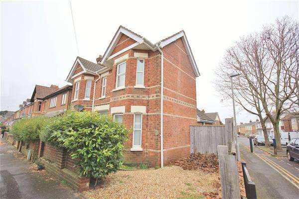 3 Bedrooms Detached House for sale in Hermitage Road, Poole