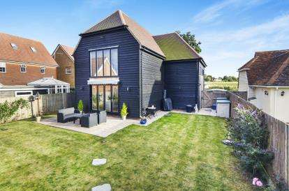 4 Bedrooms Barn Conversion Character Property for sale in Hastingwood, Essex